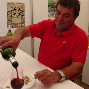 Javier Fernandez serving his wine